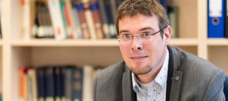 Benedikt Göcke leitet neue Emmy-Noether-Nachwuchsgruppe an der RUB