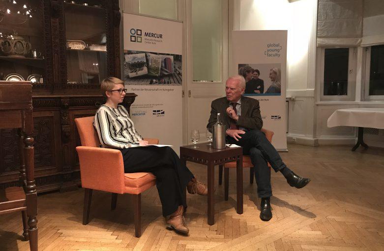 ZEIT-Redakteurin Anna-Lena Scholz zu Gast beim dritten GYF-Kamingespräch